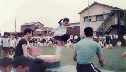 翌年の1973年には実際の子供達の能力開発に取り組み始めた