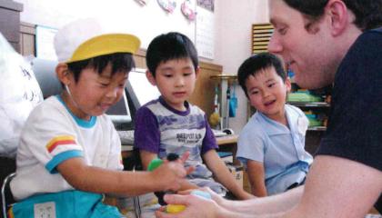 英会話事業部では当時から子供達がネイティブ講師と交流をしていました。
